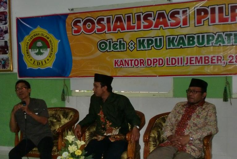Komisioner KPU Jember, Hanafi saat pemaparan teknis Pilpres di depan Pimpinan LDII Se-Kabupaten Jember