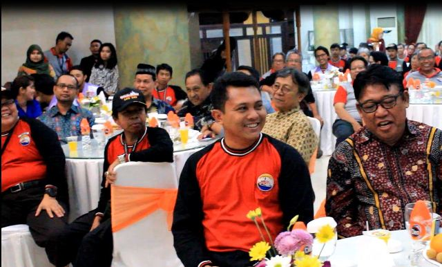 Ketua DPW LDII Prov Sulsel bercengkrama bersama Komandan KRI Banda Aceh 593 Letkol Laut (P) Edi Haryanto