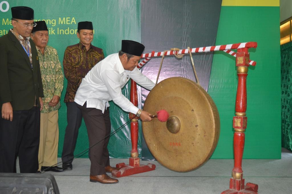 Pemukulan gong oleh bupati sidoarjo