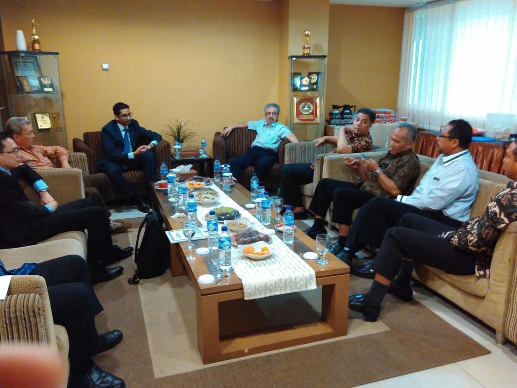 Suresh Sukumar bersama beberapa pengurus DPP LDII