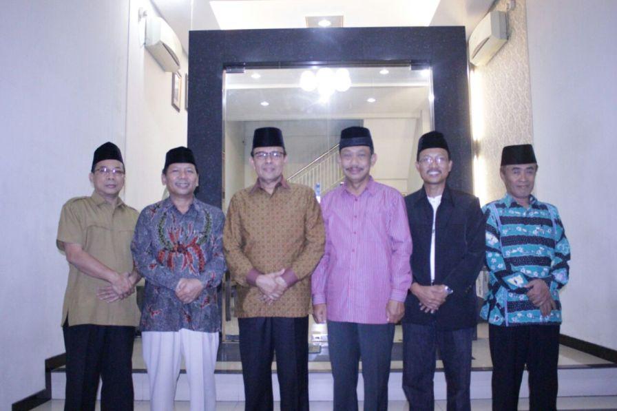 Foto Ketua MUI dan Pengurus DPW LDII Jatim
