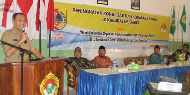 Kepala Bakesbangpol Kabupaten Jember, Widi Prasetya, saat membuka acara Peningkatan Konsultasi dan Kerjasama Ormas di Kantor DPD LDII Kabupaten Jember, Rabu (3/2).