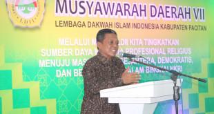 Bupati Kabupaten Pacitan, Drs. H. Indartato, MM., membuka Musyawarah Daerah (Musda) VII Lembaga Dakwah Islam Indonesia (LDII) Kabupaten Pacitan yang diselenggarakan di Gedung PLUT-KUMKM, Pacitan, Minggu (14/2/2016).