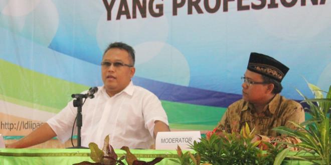 Wakil Bendahara DPW LDII Provinsi Jawa Timur, Ir. H. Wildy Istimor, saat memberikan pemaparan manajemen organisasi.