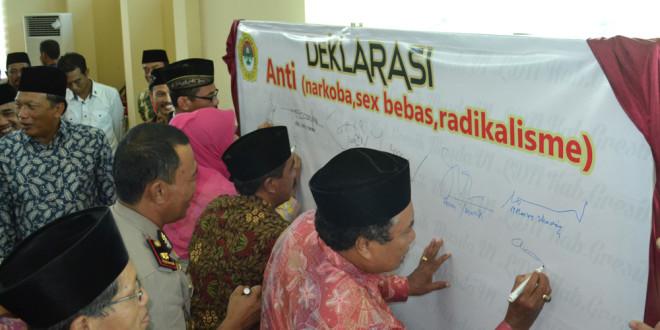 Deklarasi anti narkoba, seks bebas dan radikalisme pada Musda VI LDII Kabupaten Gresik, Sabtu (26/3/2016).