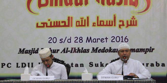 PC LDII Kecamatan Sukolilo menggelar khataman Kitab Syarah Asmaul Husna di Masjid Luhur Al-Ikhlas, Surabaya, Senin (28/3).