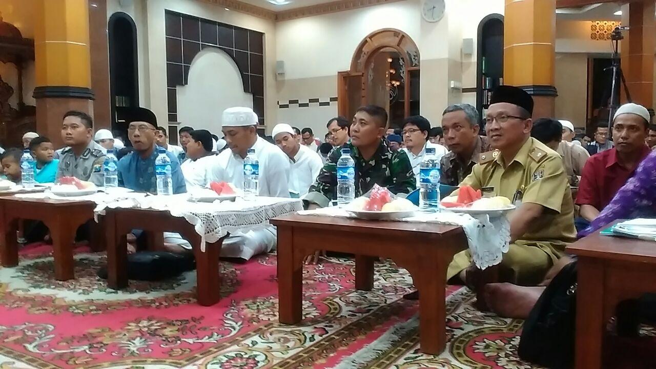 Khataman Kitab Syarah Asmaul Husna PC LDII Kecamatan Sukolilo dihadiri Forpimka.