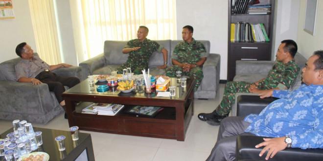 Kasiterrem 084 Bhaskara Jaya Letkol Inf Mardiyono beserta staff berdiskusi dengan pengurus DPW LDII Jawa Timur di Kantor DPW LDII Jawa Timur, Senin (25/4).