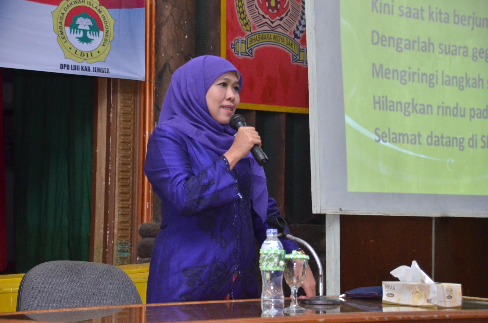 Menteri Sosial Republik Indonesia, Dr. Hj. Khofifah Indarparawansa.