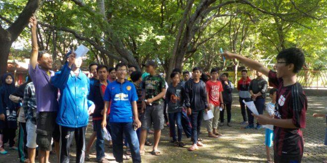 TPQ Nasrulloh mengadakan 'Outbond Berhikmah' di Pantai Kenjeran, Surabaya, Kamis (5/5).