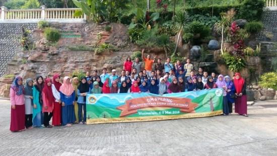 Foto bersama peserta Outbond pembinaan mental generus LDII Kabupaten Sidoarjo.