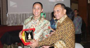 Pisah Sambut Pangdam V/Brawijaya dari Mayjen TNI Sumardi kepada Mayjen TNI I Made Sukadana di Balai Prajurit Makodam V/Brawijaya, Rabu (17/7) malam.