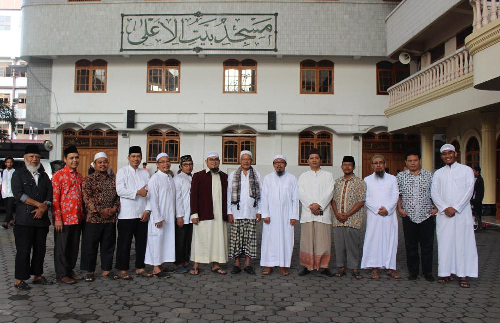 Foto Bersama: MUI Pusat dan Pengurus Ponpes Wali Barokah , Kediri.