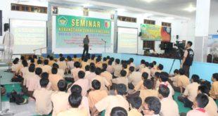Seminar wawsan kebangsaan dan bela negara SMA Budi Utomo bekerjasama Kodam V/Brawijaya, Jombang, Sabtu (20/8).