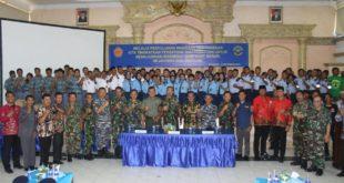 Foto bersama: Peserta wawasan kebangsaan yang diselenggarakan Lantamal V Surabaya bekerjasama Bakesbangpol Jawa Timur, Kamis (16/9).