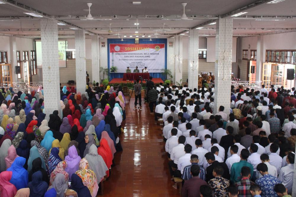Sosialisasi wawasan kebangsaan, bela negara dan anti radikalisme di Ponpes Wali Barokah, Kediri.