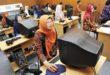 Sejumlah guru mengerjakan soal uji kompetensi guru secara daring (online) di laboratorium komputer SMK Negeri 2 Yogyakarta, beberapa waktu lalu. [foto: www.print.kompas.com]