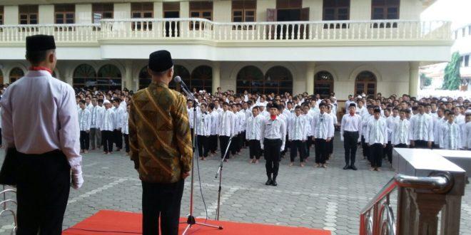 Upacara Peringatan Hari Guru Nasional di Pondok Pesantren Wali Barokah, Kediri (25/11)