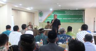 Kepala Seksi Pengendalian Bidang FPUSP Dinas Koperasi dan UMKM Provinsi Jawa Timur, Drs Bambang Wahyuono, M.M., memberikan sambutan pada peserta Pelatihan dan Sertifikasi Dewan Pengawas Syariah (DPS) Koperasi Simpan Pinjam Pembiayaan Syariah (KSPPS) oleh Dewan Syariah Nasional (DSN) Majelis ulama Indonesia di Hotel Gunawangsa Manyar, Surabaya, Rabu (2/11).