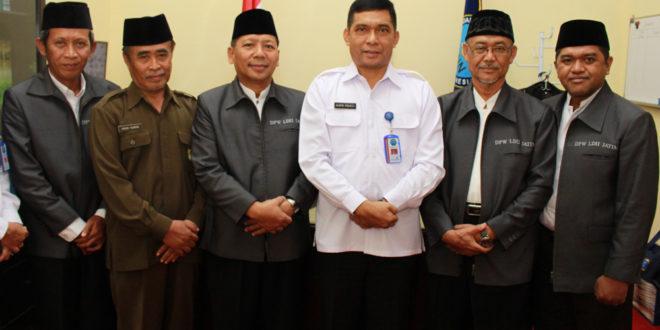 Pengurus DPW LDII Provinsi Jawa Timur melakukan audiensi dengan Kepala BNNP Jawa Timur Brigjen Pol Drs. Amrin Remico, MM di Kantor BNNP Jawa Timur, Surabaya, Senin (9/1).