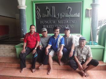 Nomor 2 dari kiri, Takmir Masjid Nurul Huda, Ustadz Ibrahim. Nomor 3 dari kiri, Takmir Masjid Dannurohmai, H. Hasan Yuswadi.