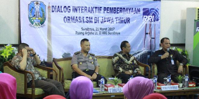 Bakesbangpol Jawa Timur-RRI Surabaya menggelar dialog interaktif pemberdayaan ormas/LSM Jawa Timur di Kantor RRI Surabaya, Selasa (21/3).