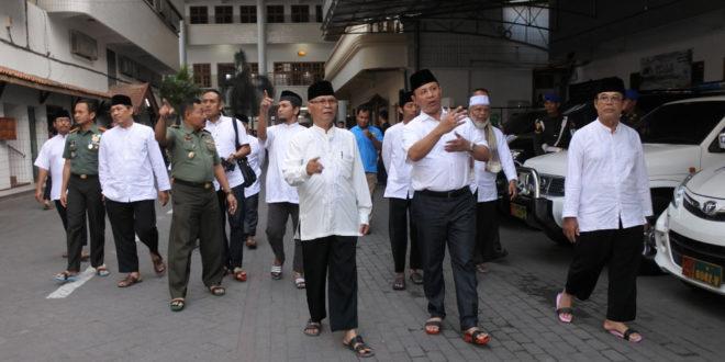 Kunjungan Danpusterad Mayjen TNI Hartomo ke Ponpes Wali Barokah Kediri, Rabu (18/7).