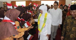 Khofifah Hadiri Penutupan MPLS Siswa SMA Budi Utomo