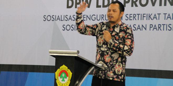 Ketua KPU Provinsi Jawa Timur, Choirul Anam, sosialisasikan tentang Pemilu kepada warga LDII. Rabu (3/4).