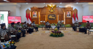 Jajaran pengurus Dewan Pimpinan Wilayah Lembaga Dakwah Islam Indonesia (DPW LDII) Provinsi Jawa Timur diterima audiensi oleh Gubernur Khofifah Indar Parawansa di Gedung Negara Grahadi Surabaya, Minggu (16/5).