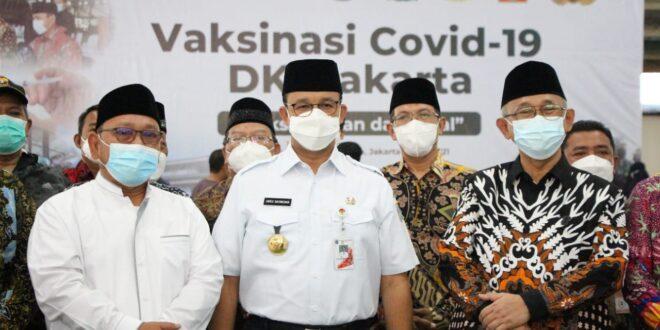 gubernur-anies-meninjau-vaksinasi-LDII