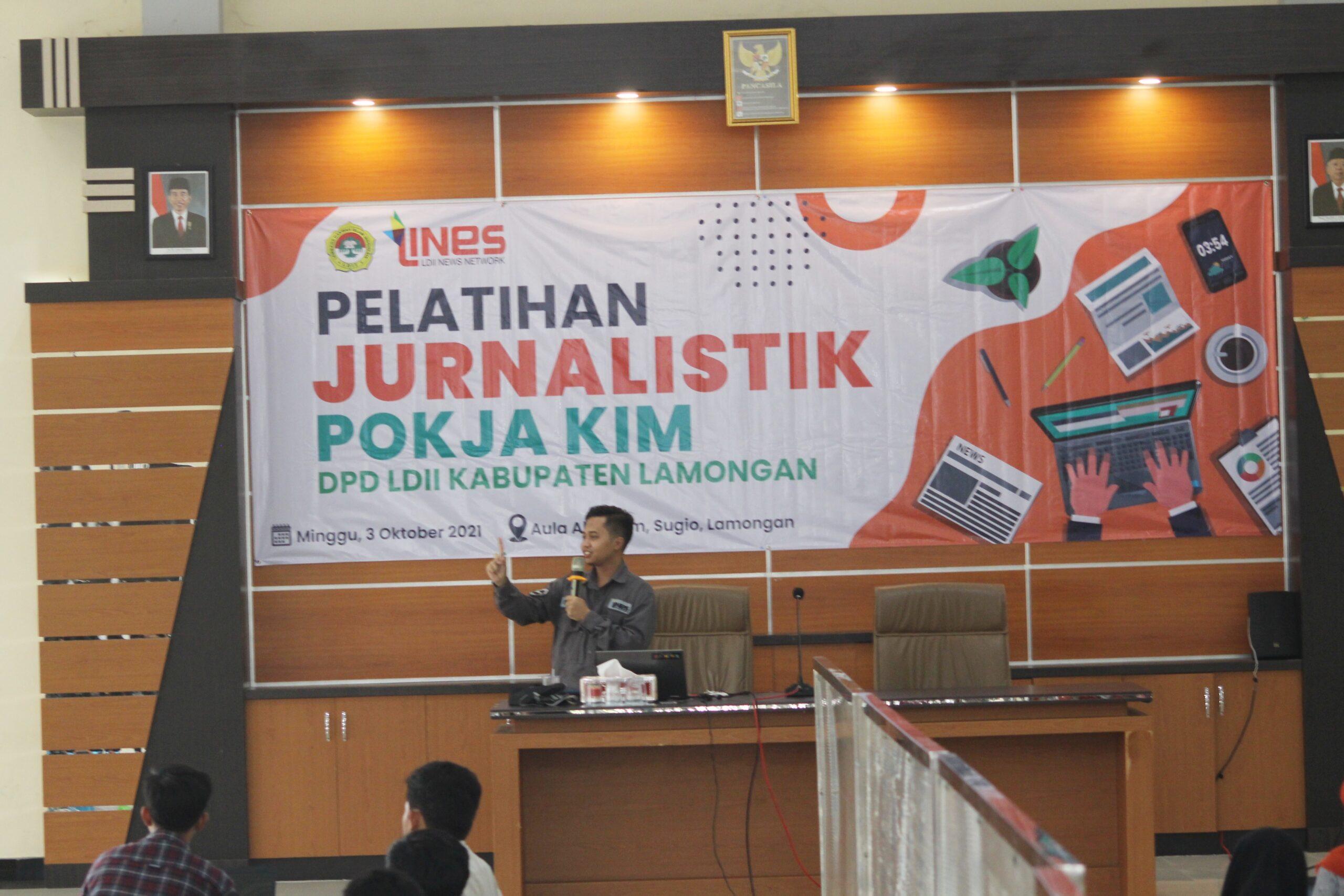 Pengurus DPW LDII Jawa Timur Ilham Mukhsin Oktavian Pemateri Pelatihan Jurnalistik di Aula Al-Karim, Sugio, Lamongan, Minggu (3/10).