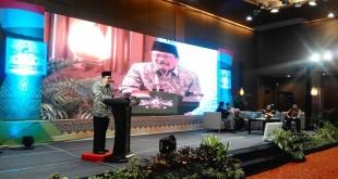 Gubernur Provinsi Jawa Timur Dr. (HC). Soekarwo, M. Hum., pada Seminar Nasional Kembali ke Pancasila di Mercure Grand Mirama Hotel, Surabaya, Senin (1/3/2016).