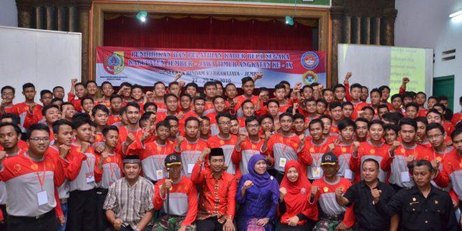 Menteri Sosial Republik Indonesia, Dr. Hj. Khofifah Indarparawansa berikan pembekalan kader bela negara LDII di Jember, Sabtu (28/5) malam.