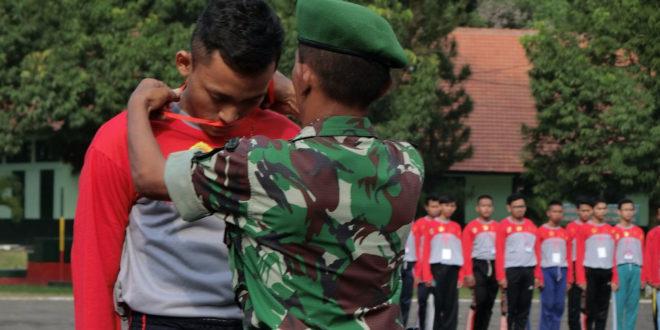 Penyematan pada peserta Diklat bela negara yang diadakan DPD LDII Kabupaten Jember bekerjasama Bakesbangpol digelar selama tiga hari mulai tanggal 27 hingga 29 Mei 2016.