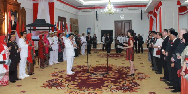 Gubernur Jawa Timur Soekarwo menerima ucapan selamat HUT Ke-71 Kemerdekaan RI dari negara sahabat.