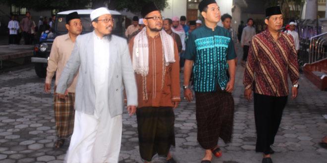 Beberapa tokoh agama dan tokoh masyarakat NTB berkunjung ke Pondok Pesantren Wali Barokah Kediri (22/10).