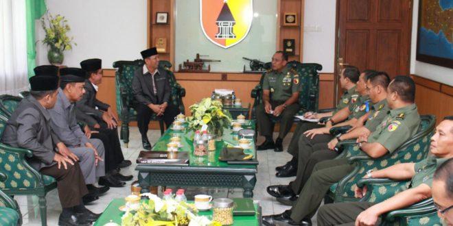 Pengurus DPW LDII Provinsi Jawa Timur melakukan audiensi dengan Pangdam V Brawijaya Mayjen TNI I Made Sukadana di Makodam V Brawijaya, Surabaya, Jumat (23/12).