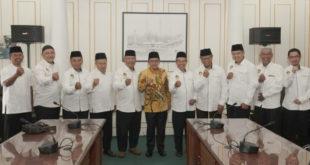 Jajaran Pengurus DPD LDII Kota Malang bersama Wali Kota Malang Sutiaji.