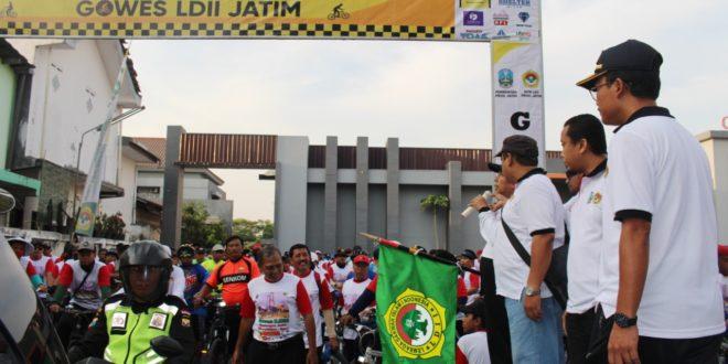Memeriahkan Hari Ulang Tahun (HUT) ke-74 Provinsi Jawa Timur (Jatim) pada 12 Oktober, DPW LDII Jatim menggelar Gowes LDII Jatim Seger Sehat, Minggu (20/10).