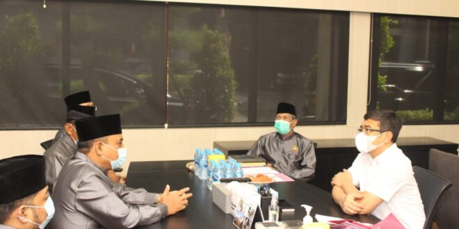 Jajaran pengurus Dewan Pimpinan Wilayah Lembaga Dakwah Islam Indonesia (DPW LDII) Provinsi Jawa Timur melakukan audiensi dengan Direktur Intelkam Polda Jawa Timur di Gedung Direktoriat Intelkam, Surabaya, Jumat (5/3).