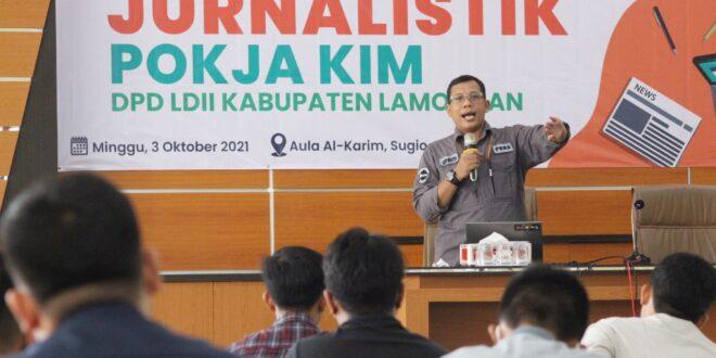 Ketua Departemen KIM DPP LDII, Ludhy Cahyana Pemateri Pelatihan Jurnalistik di Aula Al-Karim, Sugio, Lamongan, Minggu (3/10).